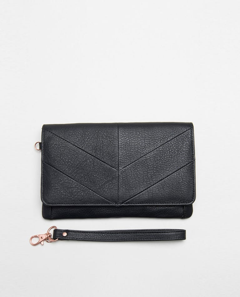 Milled Leather Nomad Wallet in Black